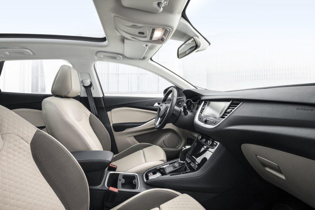 Opel grandland x innovativer suv f r alle for Interieur opel grandland x